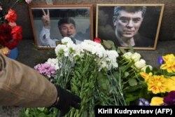 Народный мемориал памяти Бориса Немцова на Большом Москворецком мосту