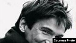 تيم فوتبال وستهام از گاردار تور کورتس، خواننده اپرای ايسلندی خواسته است تا پيش از مسابقه اين تيم قعرجدولی ليگ برتر انگليس، الهام بخش وستهام شود.