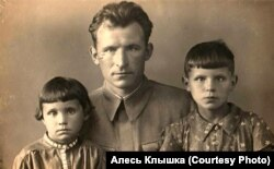 Аляксандар Клышка з дочкамі Ірай і Валяй