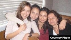 Нина Бекжон с дочерями