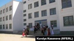 Ақтөбе қаласындағы орта мектептердің бірі. 23 мамыр 2011 жыл.