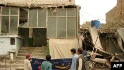Pamje e një dyqani të shkatërruar në qytetin Miranshah në Pakistan