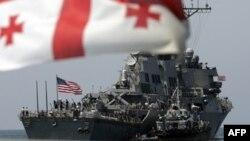 В Грузии вызывает особую настороженность та часть документа, в которой говорится о неприемлемости для России «планов по продвижению военной инфраструктуры альянса (НАТО) к ее границам и попытки придания ей глобальных функций»