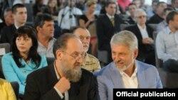 Стевчо Јакимовски, претседател на ГРОМ и Драгиша Милетиќ претседател на Српската напредна странка во Македонија.