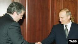 Михаил Ходорковский и Владимир Путин (март 2002 года)
