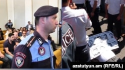Сегодня Конституционный суд начал рассмотрение дела экс-президента Армении Роберта Кочаряна