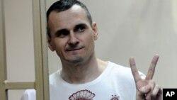 У серпні 2015 року суд у російському Ростові-на-Дону засудив Олега Сенцова до 20 років колонії суворого режиму