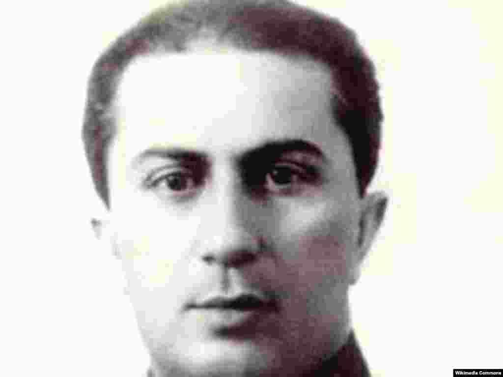 Яков Джугашвили, отец Евгения и старший сын Иосифа Сталина.