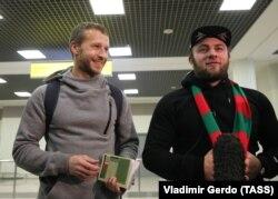 Российские футбольные фанаты, арестованные за участие в беспорядках во Франции, возвращаются в Москву
