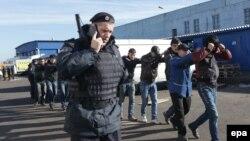 Полицияның мигранттарға рейді. Мәскеу, 14 қазан 2013 жыл. (Көрнекі сурет)