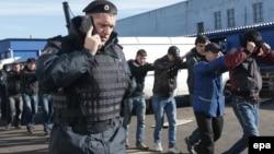 После ужесточения закона о регистрация российская полиция с удвоенной силой начнет проверять квартиры и документы россиян