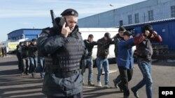 Массовые задержания мигрантов, в том числе таджиков, на базе Бирюлево в Москве