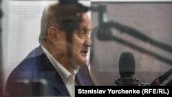 Анатолий Могилев во время эфира на Радио Крым.Реалии
