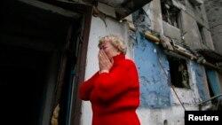Иллюстративное фото. Жительница Енакиево после обстрела. Февраль 2015 года