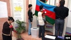 Азербайжан -- Шайлоо комиссиясынын мүчөлөрү референдумга кам көрүшүүдө, Баку, 17-март 2009