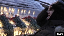 A woman mourns during a ceremony in central Moscow's Pushkin Square for victims of the Domodedovo bombing in January 2011.