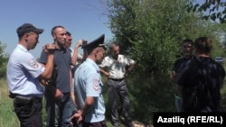 Эрлан Азизов (уңнан икенче) 2 август Стрелковая бистәсендә каршылык чарасында