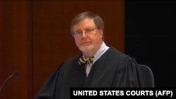 Окружной федеральный судья Джеймс Робарт.