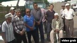 Жители села Мамырсу Восточно-Казахстанской области. Скриншот видео.