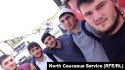 На фото некоторые из задержанных в Надтеречном районе Чечни