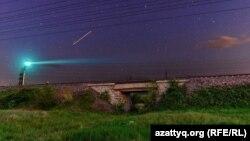 Ночной железнодорожный мост в Уральске. Фото Гордея Трищенкова.