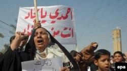 تظاهر کنندگان علیه حضور احمدی نژاد در بغداد(عکس: EPA)