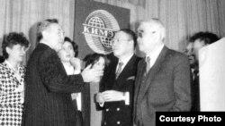 Нурсултан Назарбаев, президент Казахстана, и Ерик Асанбаев, вице-президент Казахстана (справа).