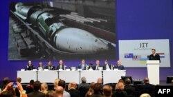 Члени спільної слідчої групи представляють попередні результати розслідування катастрофи рейсу MH17, Нідерланди, 28 вересня 2016 року