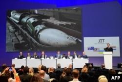 MH17 рейсі ұшағының апаты туралы халықаралық тергеу тобының алғашқы есебін таныстыру сәті.