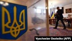 Позачергові парламентські вибори в Україні відбудуться цієї неділі