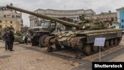 Трофейное оружие из зоны АТО на выставке «Присутствие. Доказательства агрессии российских войск на территории Украины». Киев, февраль 2015 года