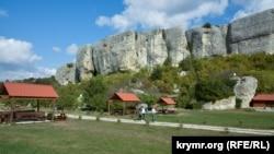 Біля печерного міста Ескі-Кермен (фотогалерея)
