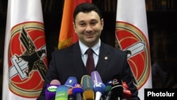 Armenia - Eduard Sharmazanov, a spokesman for the ruling Republican Party of Armenia, giving a news conference in Yerevan against the background of HHK banners, 15Feb2017.