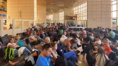 Prekinuti odmori - Ukrajinski tursti čekaju povratak kući u egapatskom letovalištu Šarm el Šeik po izbijanju pandemije