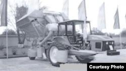 Тошкент трактор заводида йиғиладиган янги пахта териш машинаси