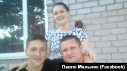 Український рибалка Максим Терехов зі своєю сім'єю, імовірно затриманий в Азовському морі