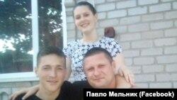 Український рибалка Максим Терехов (зліва)