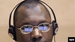 Воениот лидер на Конго Томас Лубанда Дуило во судот во Хаг.