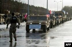 Военнослужащие США участвуют в учениях на севере Польши, 2017 год