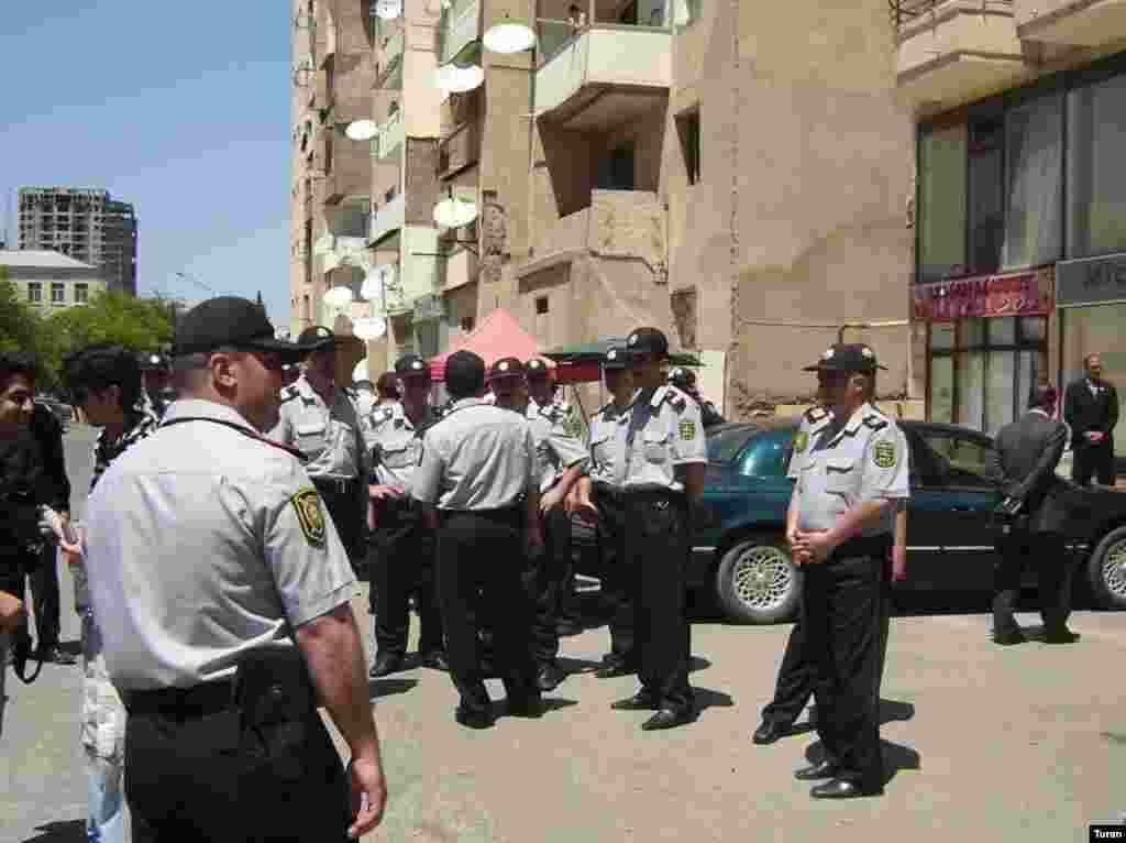 Yasamal Rayon Polis İdarəsinin əməkdaşları