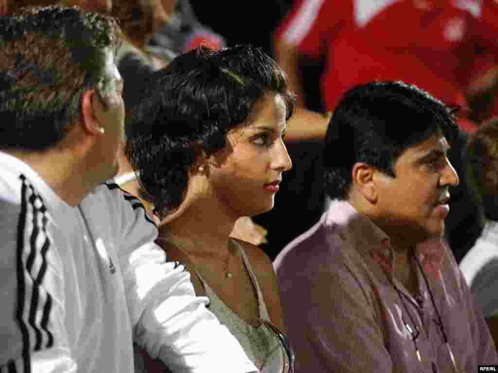 ایرانیان حاضر در استادیوم دبی.