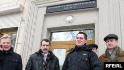 Прадстаўнікі БХД на ганку Вярхоўнага суду