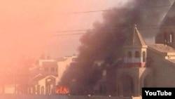 """Боевики из группировки """"Исламское государство Ирака и Леванта"""" подожгли церковь в Мосуле, июнь 2014"""