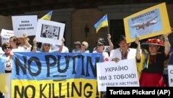 Протести з вимогою покарати винних у збитті пасажирського літака в небі над Донбасом, Австралія, листопад 2014 року