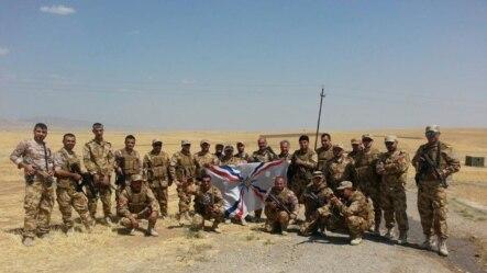 Un regiment cu militari creștini din Irak, format recent la Duhok, pentru a combate militanții islamici