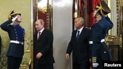 Президент России Владимир Путин и президент Узбекистана Ислам Каримов во время встречи в Кремле. Москва, 15 апреля 2013 года.