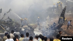На месте авиакатастрофы в Мангалоре, 22 мая 2010 г