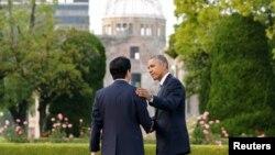 Президент США Барак Обама (праворуч) під час зустрічі із прем'єр-міністром Японії Абе Сіндзо. Хіросіма, 27 травня 2016 року