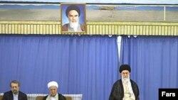 Supreme Leader Ayatollah Ali Khamenei (in chair), with Expediency Council Chairman Ali Akbar Hashemi Rafsanjani (center) and parliament speaker Ali Larijani