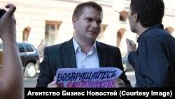 """Пикет организации """"Молодая гвардия"""", сентябрь 2014 года"""